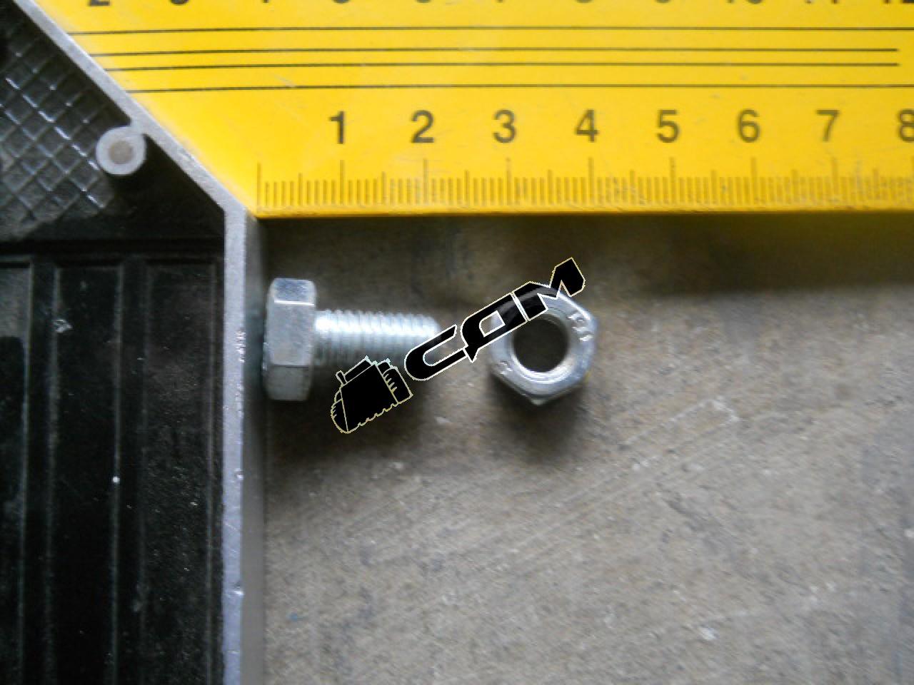 Болт крепления торцевой крышки раздаточной коробки М8х15 HOWO 15080816